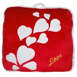 Červený vankúšik so srdiečkami LOVE