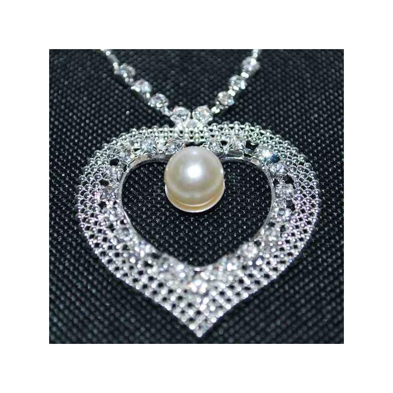 f89a4aabd ... Sada náušnice a prívesok srdiečko s perlou detail ...