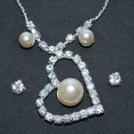 Štrasová súprava náhrdelník s perličkou a náušnice